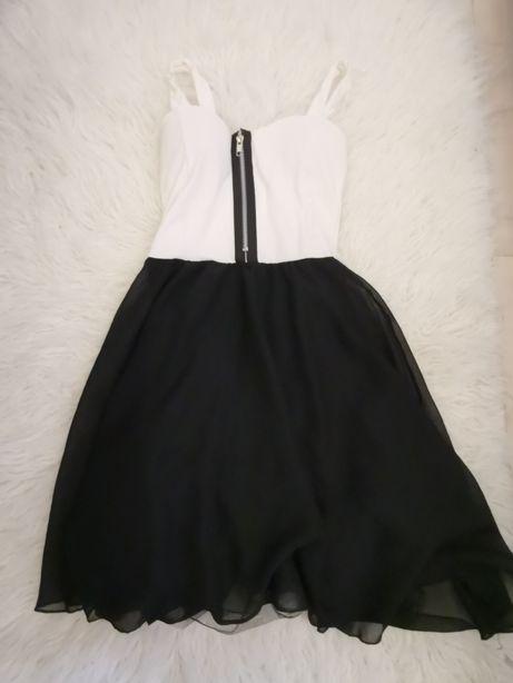 Piękna sukienka z zamkniem z przodu boohoo