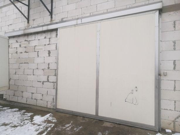 Drzwi chłodnicze mroźnicze przesuwne 308 x 288 cm grubość 12 cm