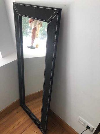 Espelho com armação preto veludo