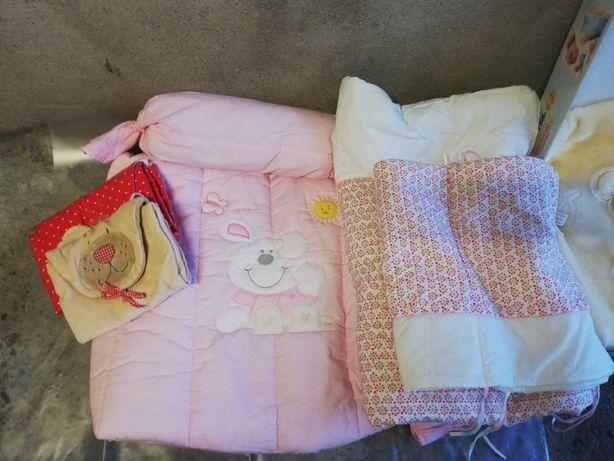 Vendo 2 Edredons berço com proteção + cobertor = oferta trocadores