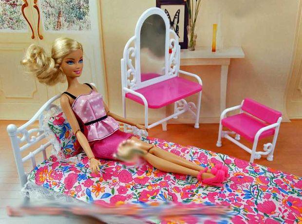 ŁÓŻKO dla lalki Barbie sypialnia toaletka pościel NOWE meble