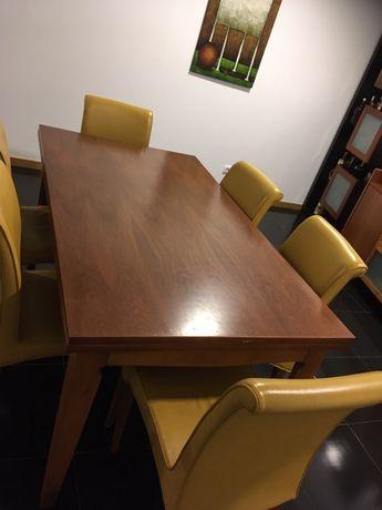 Mesa de sala em cerejeira