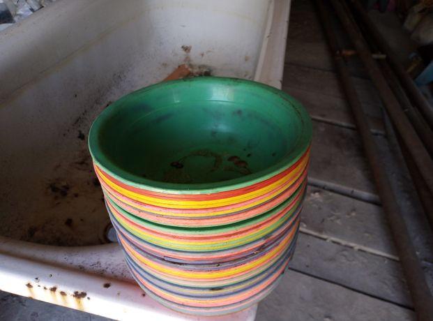 Продам тарелки пластиковые глубокие.