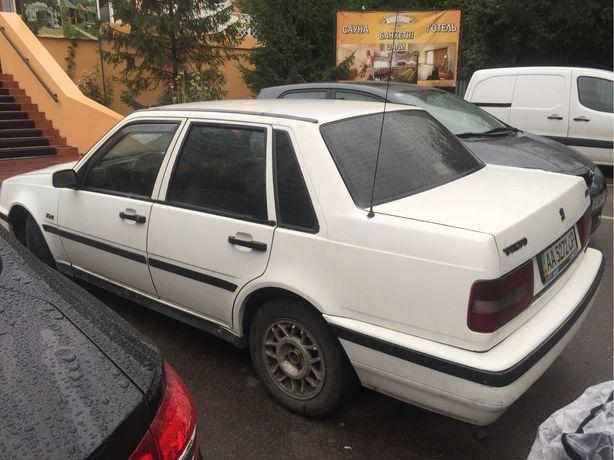 Автомобиль Volvo 460