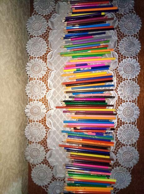 Цветные карандаши.
