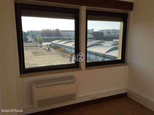 Escritório ou sala com 17m2 para arrendamento em Queluz de Baixo - ...