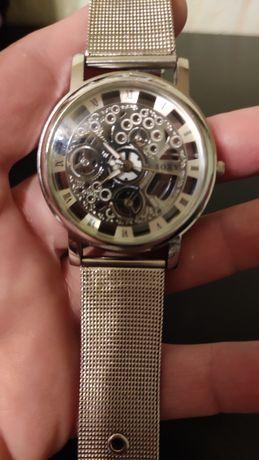 Женские часы, прозрачные.