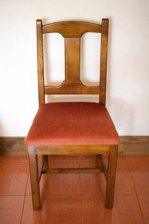 Cadeiras com assento estofado