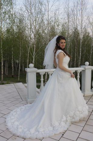 Свадебное платье со шлейфом, размер 46-48
