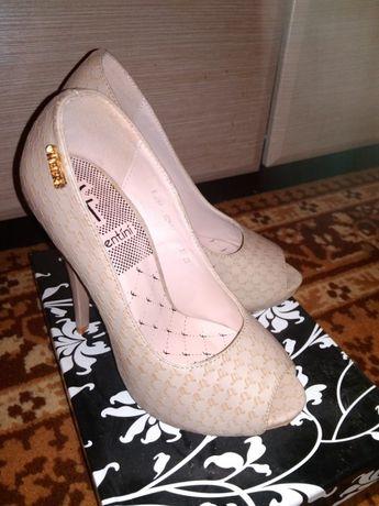Шикарные туфли 35 рр новые