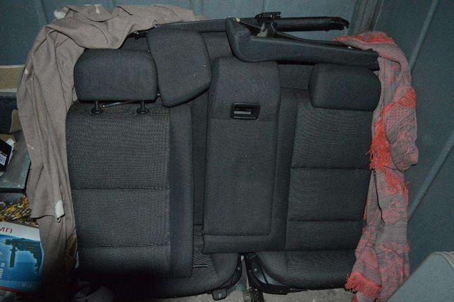 Задние сидения, диван,4 карты. BMW e60 серого цвета ,.