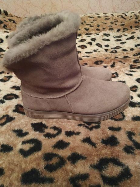 Угі, чоботи, ботікі фірми Skechers