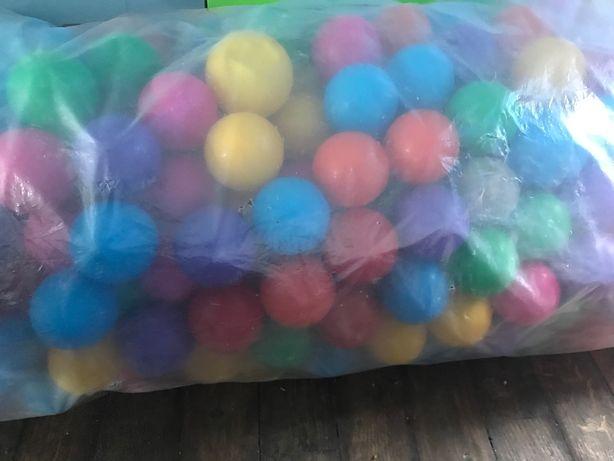 Kolorowe kupki plastikowe 500