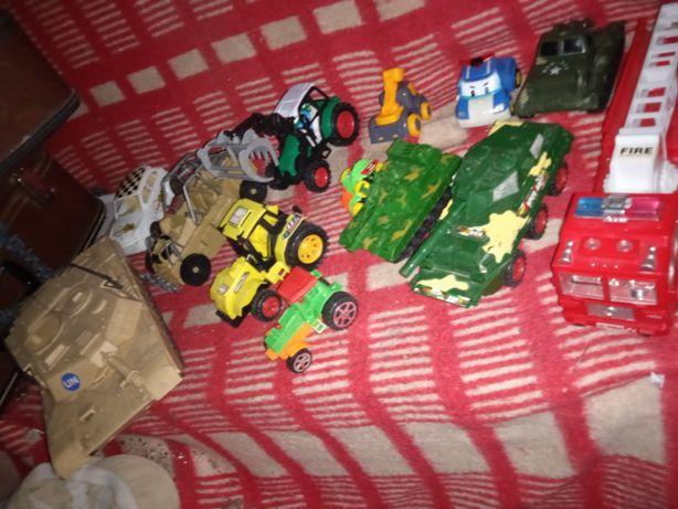 Пластиковые машыны,трактора , военная техника одним лотом