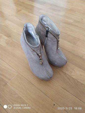 Черевики/ботинки замш бежеві