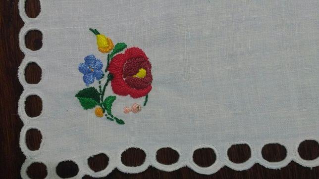 Serwetka obrus haftowany kwiaty