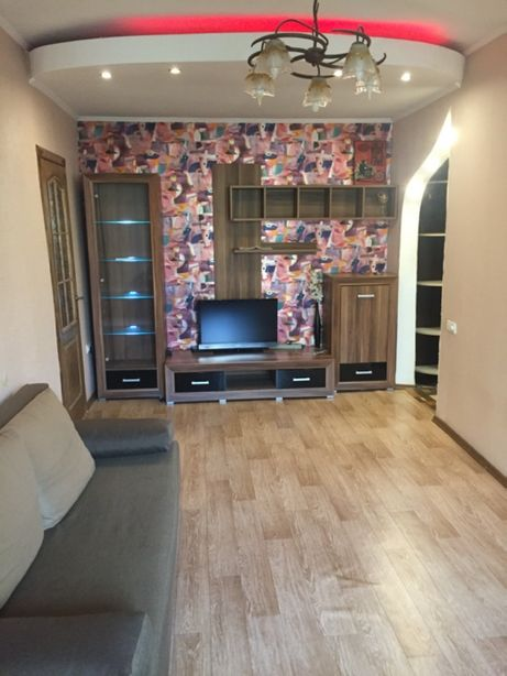 Сдам 2х комнатная   Центр 95 Квартал   От Хозяина   Без комисси