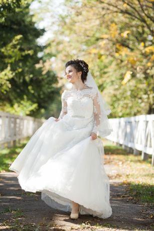 Продам весільне плаття кольору айворі