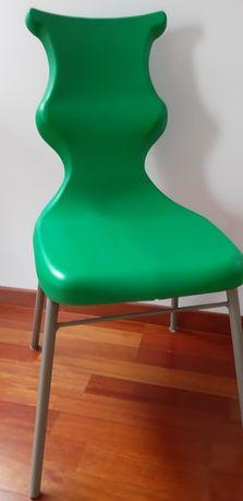 """Krzesło do biurka, dla ucznia, """"Dobre Krzesło"""" rozmiar 5 zielone"""