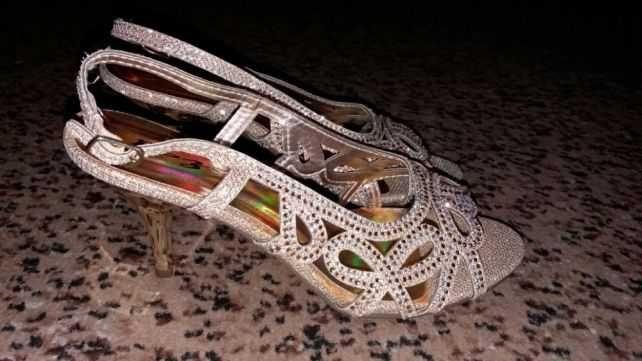 Босоножки на выпускной,свадьбу золотые в камнях.