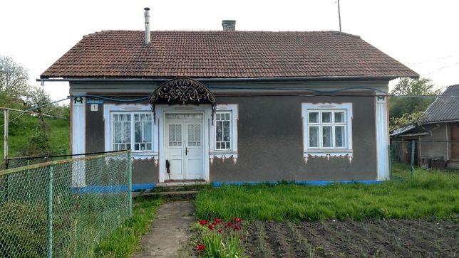 Будинок в Лашківці,  біля школи, садочка.