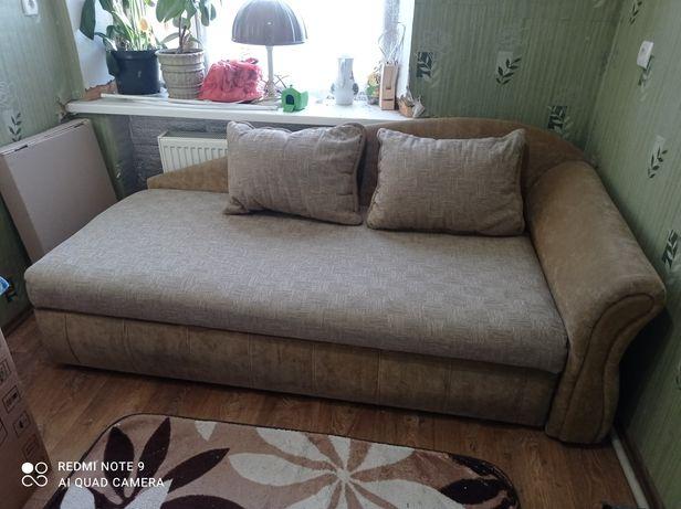 Продам диван с большим спальным местом.