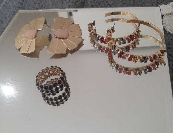 Vários artigos de bijuteria a 3€ cada