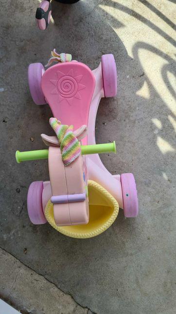 Konik jeździk różowy fisher price stan bdb z koszykiem dla dziewczynki