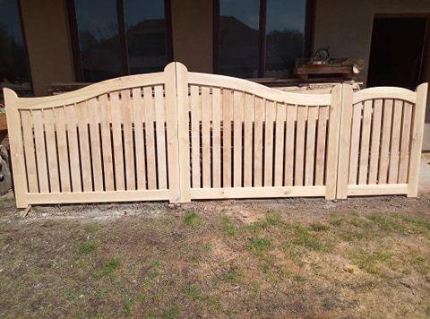 Brama wjazdowa drewniana