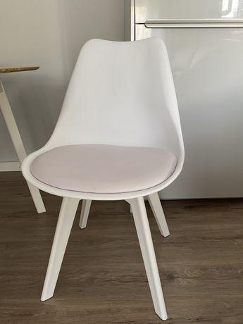 cadeiras brancas espaço casa