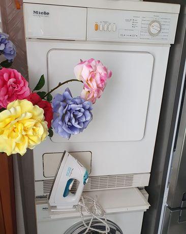 Máquina de secar roupa impecável a funcionar