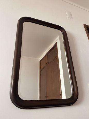 Espelho de quarto em madeira