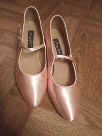 Женские туфли (танцевальные туфли)
