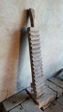 Zabytkowa maglownica magiel drewniany
