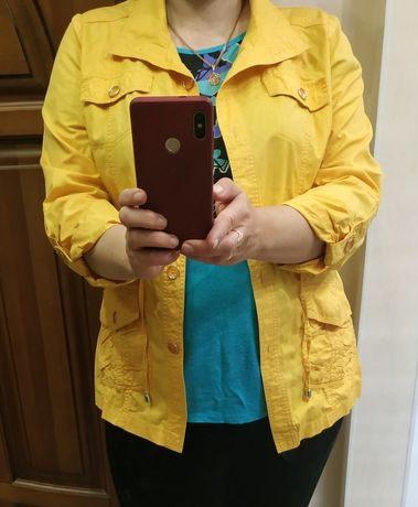 Жіноча куртка ветровка