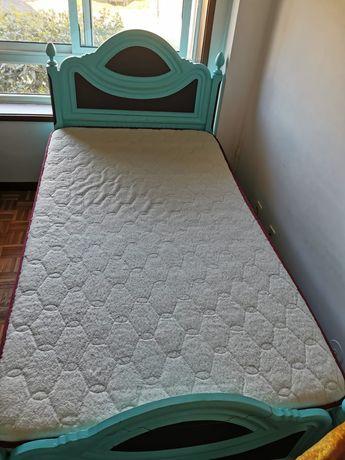 Cama corpo e meio + cómoda + colchão