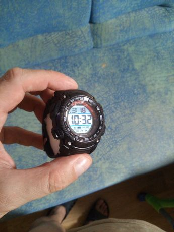 Часы электронные polit