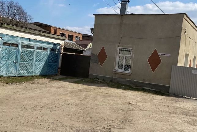 Продам окремий гараж на два авто в центрі міста Бар