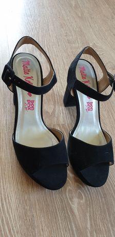 Buty damskie rozmiar 41 sandały na szerokim obcasie.