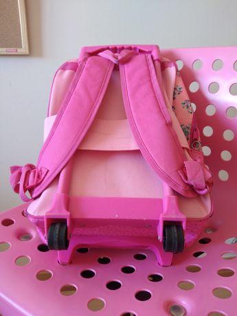 Conjunto escola, com cadeira e mala para transportar livros