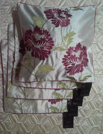 Декоративные наволочки с вышивкой.