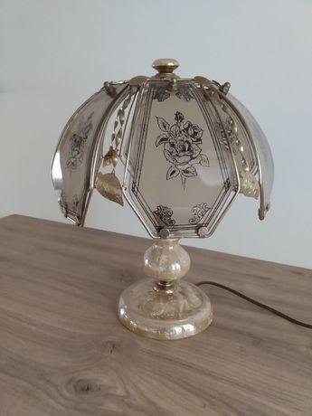 Lampa stołowa w odcieniach perłowo zlotych