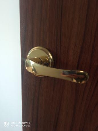 drzwi wewnetrzne do pokoju , do łazienki, do WC