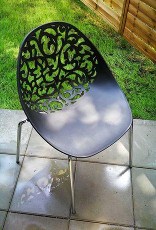 Krzesło czarne ażurowe, na metalowych nóżkach