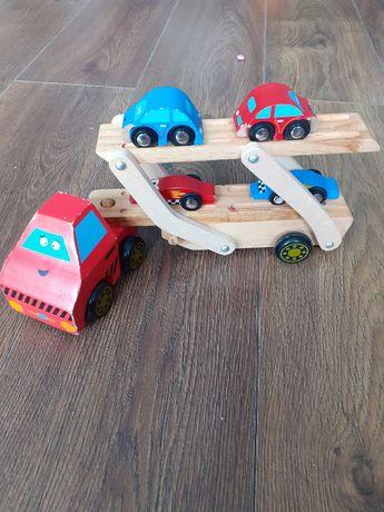 drewniana laweta i samochodziki