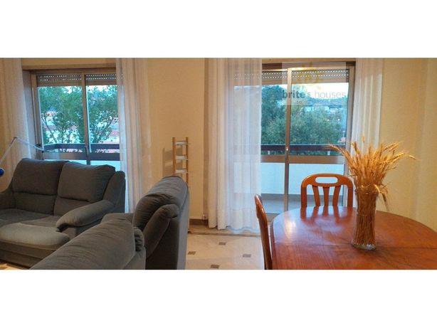Apartamento na cidade, mobilado e equipado