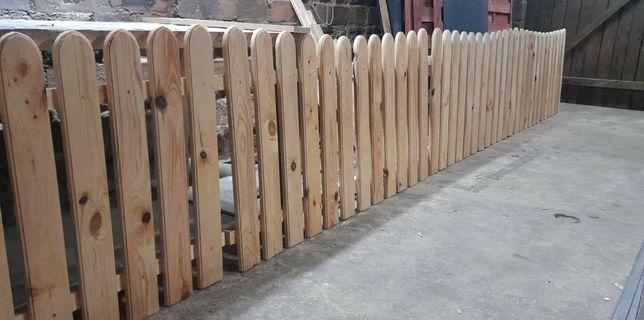 Płot sztachetowy drewniany
