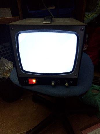 Monitor vintage a funcionar