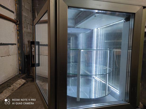Холодильная витрина ,кондитерская.