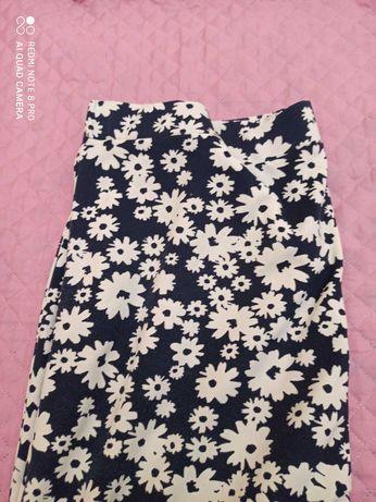 Saia padrão flores brancas muito gira